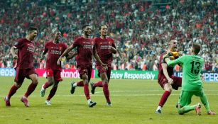 Liverpool celebra tras consagrarse Campeón de la Supercopa de Europa