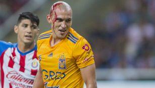 Jorge Torres Nilo lastimado en acción con Tigres