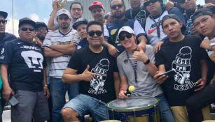 Leandro Augusto junto a integrante de La Rebel en CU