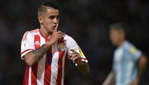 Derlis González porta la camiseta '10' con la Selección de Paraguay