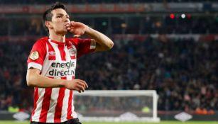 Hirving 'Chucky' Lozano, durante un duelo con PSV