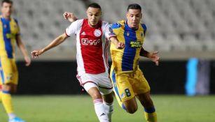 Mazraoui y Souza, durante el partido