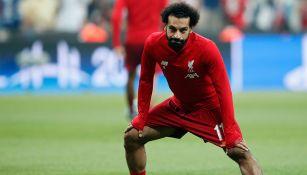 Mohamed Salah se prepara para un partido con el Liverpool