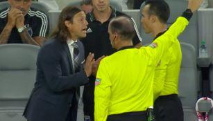 Matías Almeyda le reclama al árbitro del juego contra el LAFC