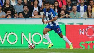 Jesús Corona en un juego con el Porto
