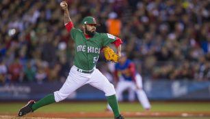 Sergio Romo en un lanzamiento contra Venezuela