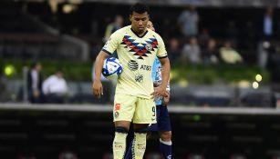 Roger cabizbajo tras fallar el penalti ante Pachuca