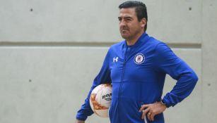 Joaquín Moreno, técnico interino de Cruz Azul