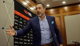 Gustavo Matosas en una conferencia de prensa