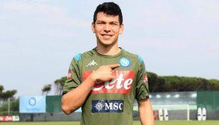 Hirivng Lozano previo a una práctica con el Napoli