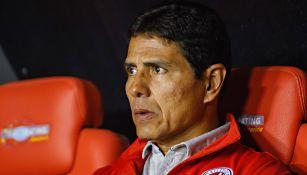 Alfonso Sosa en el banquillo del Atlético San Luis