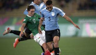 Sebastián Cáceres en el partido de Uruguay contra México