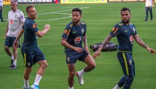 Neymar entrena con la selección de Brasil para la Fecha FIFA