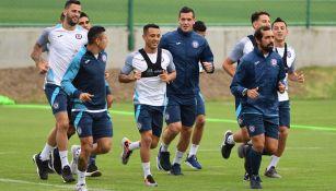 Jugadores de Cruz Azul entrenan en La Noria