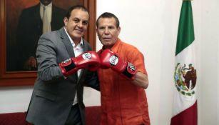 Cuauhtémoc Blanco y Julio César Chávez durante una reunión