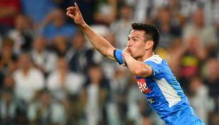 Hirving Lozano festeja un gol con el Napoli