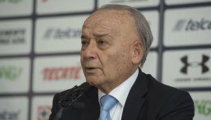 Billy Álvarez durante una conferencia de prensa