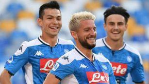 Lozano celebrando con Mertens una anotación de Napoli