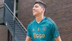 Edson Álvarez con la camiseta del Ajax