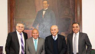 Billy Álvarez junto a las autoridades de Tlalnepantla