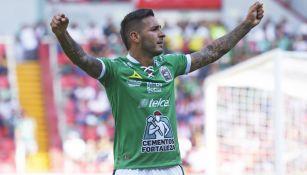 Isamel Sosa celebra uno de sus goles ante Necaxa