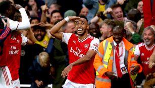 Pierre-Emerick Aubameyang festeja un gol con el Arsenal
