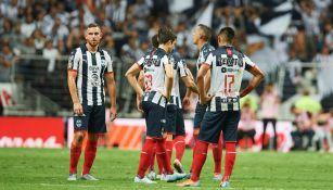 Jugadores de Rayados se lamentan tras derrota contra Tigres