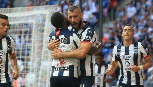 Nico Sánchez celebra un gol con Rayados
