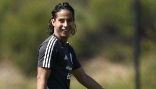 Diego Lainez sonríe en un entrenamiento con el Tri