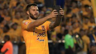 El festejo de Gignac tras el gol contra Santos
