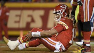 Patrick Mahomes, quarterback de Kansas City Chiefs, lamentándose