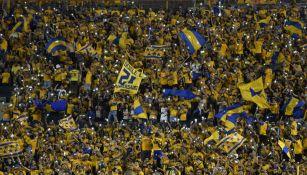 Afición de Tigres apoya a su equipo en el Volcán