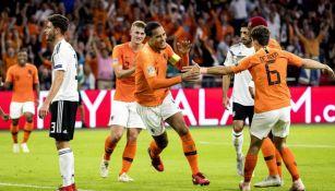 Virgil van Dijk celebra un gol con Holanda ante Alemania