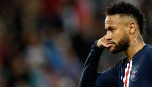 Neymar celebra un gol con PSG