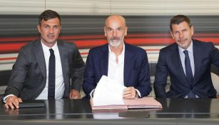 Stefano Pioli, firma su contrato con Milan