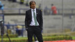 Almada, durante partido de Santos contra Pumas