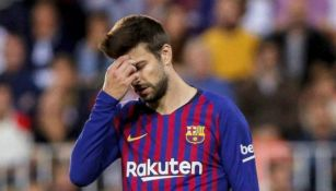 Piqué lamentándose tras un fallo con Barcelona