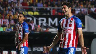 Antonio Briseño se lamenta en un juego de Chivas