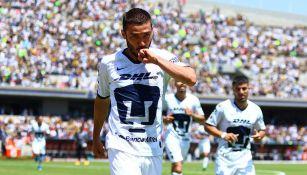 Juan Pablo Vigón festeja un gol con Pumas