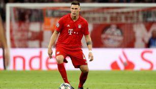 Niklas Süle con el esférico en un juego del Bayern