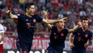 Lewandowski celebra una de sus anotaciones frente al Olympiacos