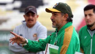 Raúl Gutiérrez en su primer práctica como DT de Potros UAEM