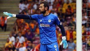 Serkan Kirintili en un juego con el Konyaspor