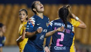 Marcela Valera se lamenta durante el juego vs Tigres