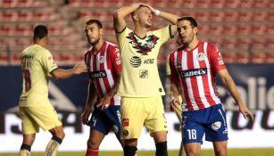Guido Rodríguez se lamenta en el juego ante San Luis