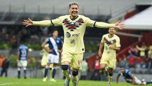 El delantero chileno festeja su gol ante Puebla