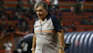 Carlos Reinoso se lamenta tras derrota de su equipo
