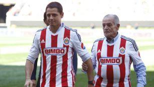 Tomás Balcázar junto a Javier Hernández, su nieto