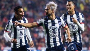 Pizarro festeja un gol con Monterrey