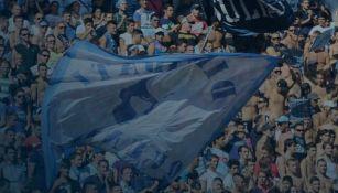 La afición napolitano apoyando durante un partido